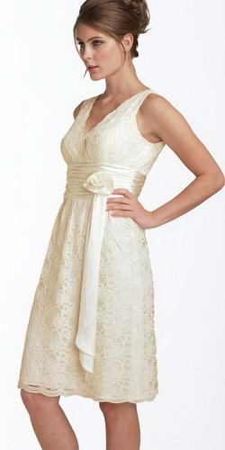 Фото: свадебное платье ниже колена