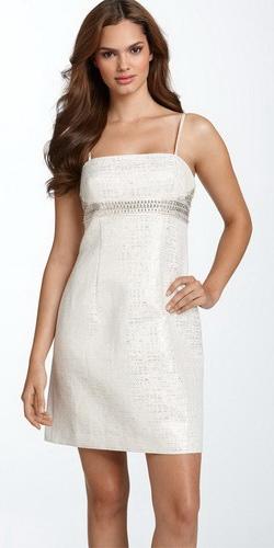 Фото: удобное короткое платье на свадьбу