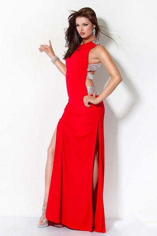 Фото: длинное красное вечернее платье
