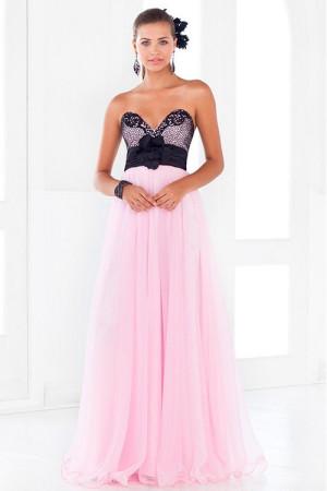 Длинное светло-розовое платье с сетчатым верхом