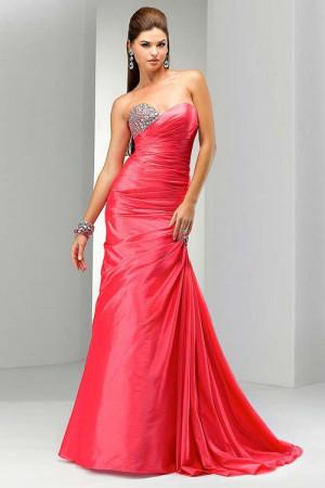 Коралловое вечернее платье