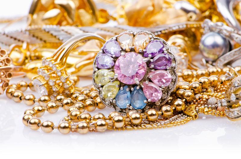 золотые изделия и украшения
